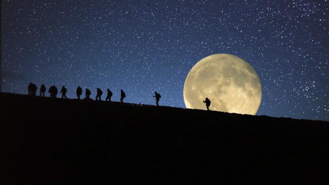 notturna con la luna sui colli di cisternino da carannamillenari di puglia  millenari di puglia
